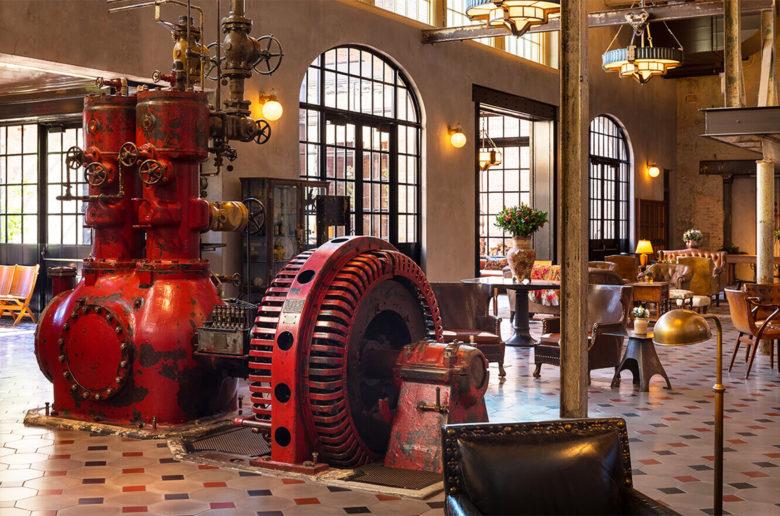Hotel Emma, Lobby engine