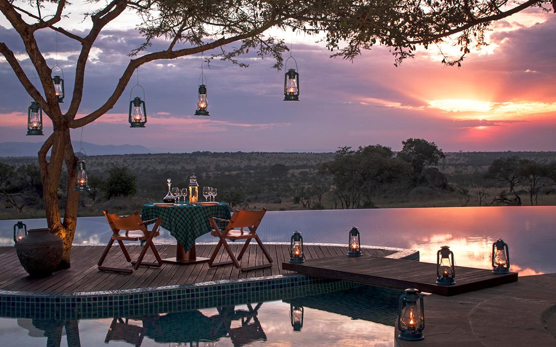 Four Seasons Safari Lodge infinity pool