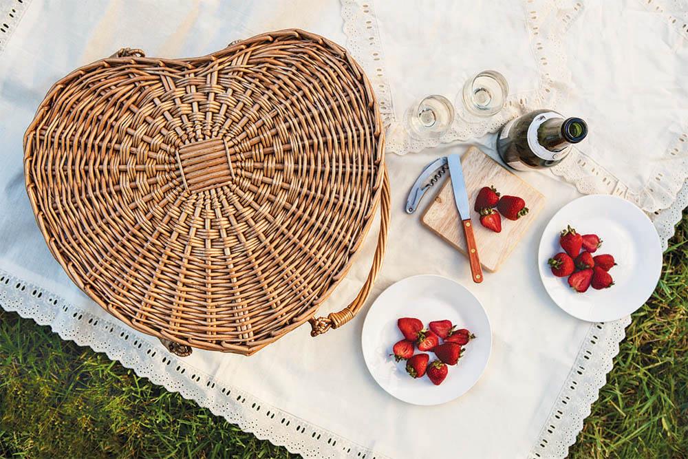 heart picnic basket Valentine gift idea