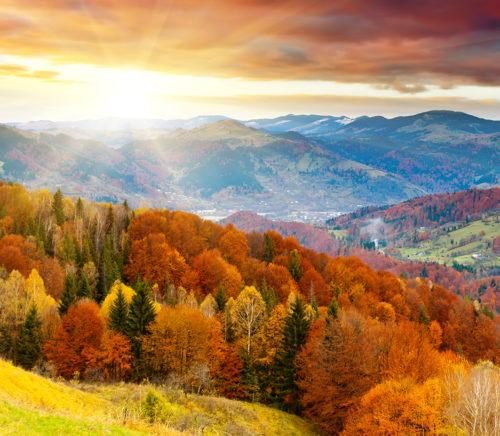 ICONIC LIFE's list of Fall foliage bike tours