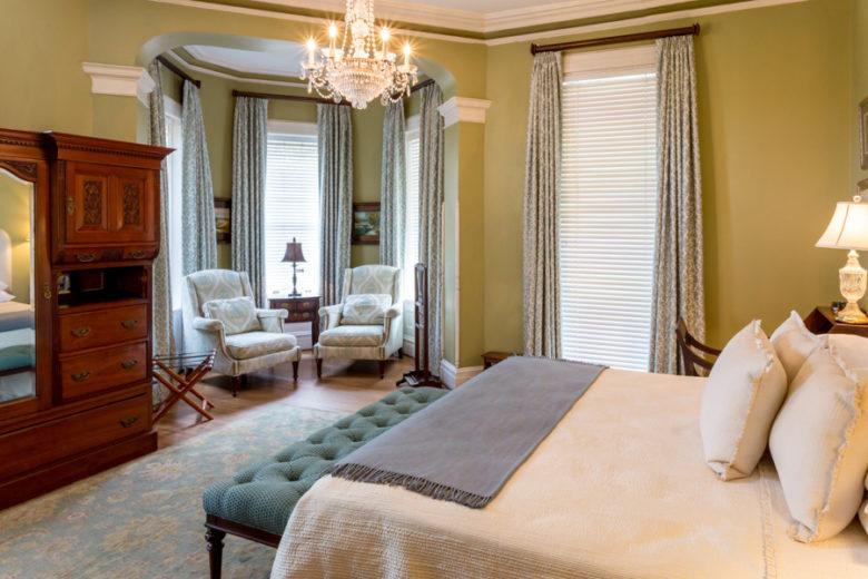 romantic hotel room at Kehoe House in Savannah
