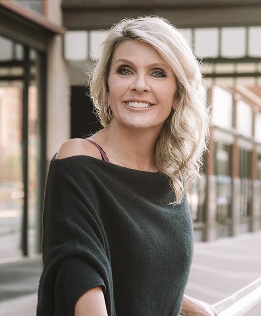 Renee Dee publisher of ICONIC LIFE magazine