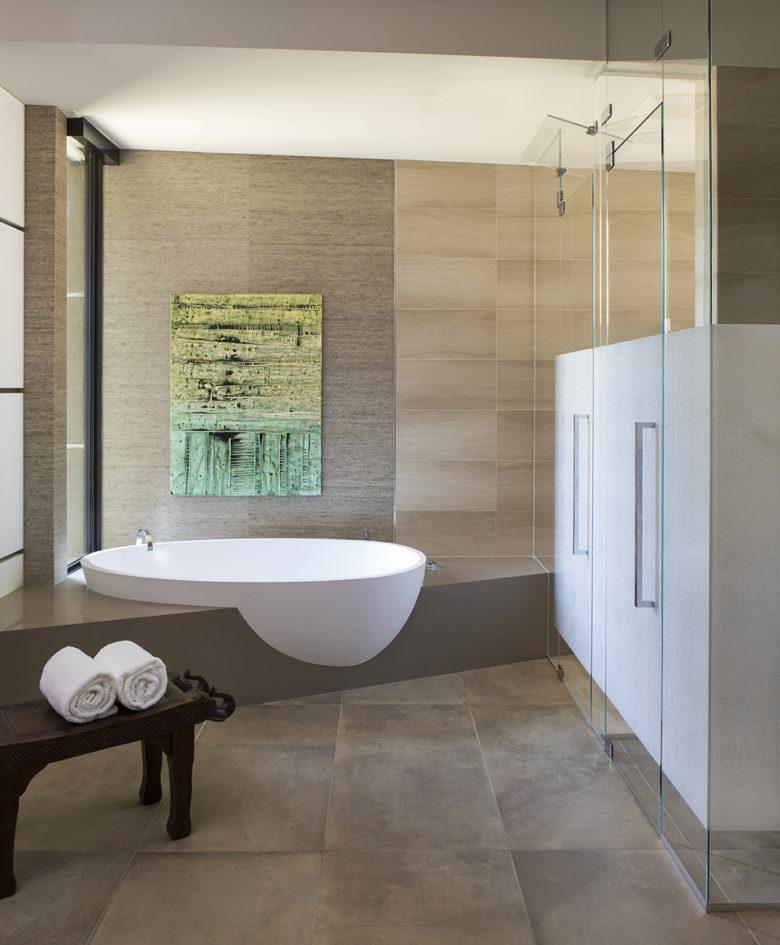 modern master bathroom home design by IMI Design