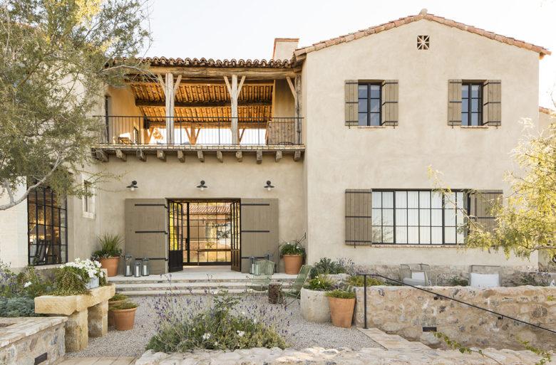 Desert-Star-Construction-designs-modern-mediterranean-home