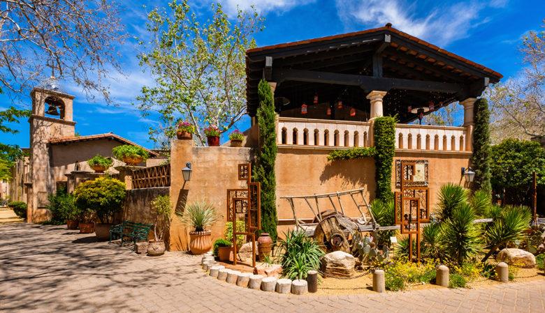 Tlaquepaque-shopping-in-Sedona-Arizona