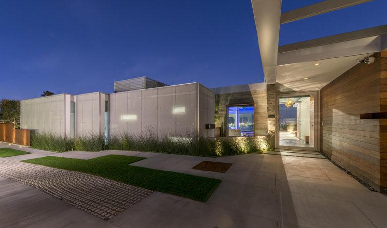 modern Davis Factor home by Christopher Mercier