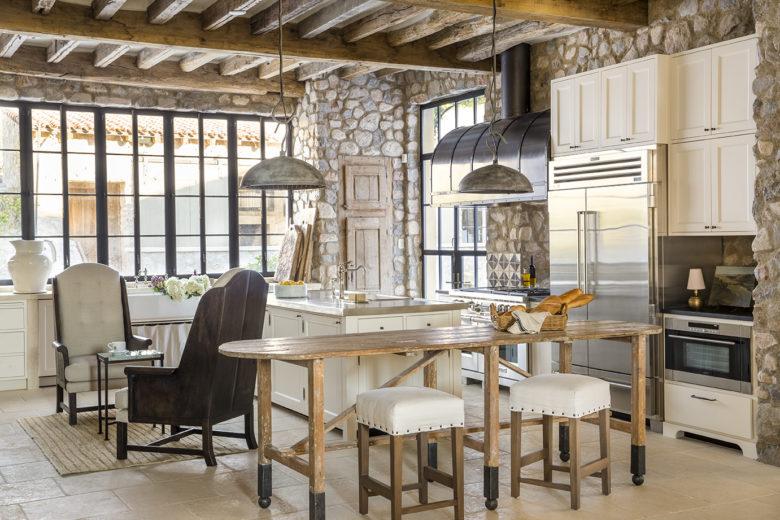 modern-Mediterranean-style-kitchen-in-Arizona