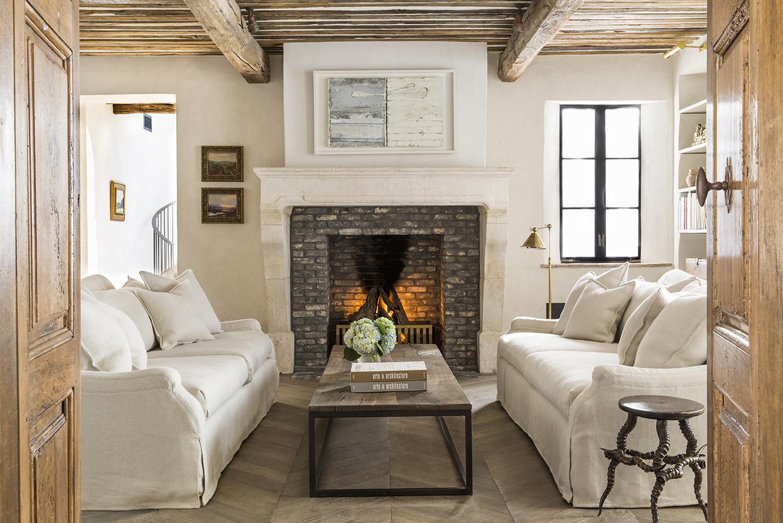 modern-luxury-living-room-Mediterranean-home