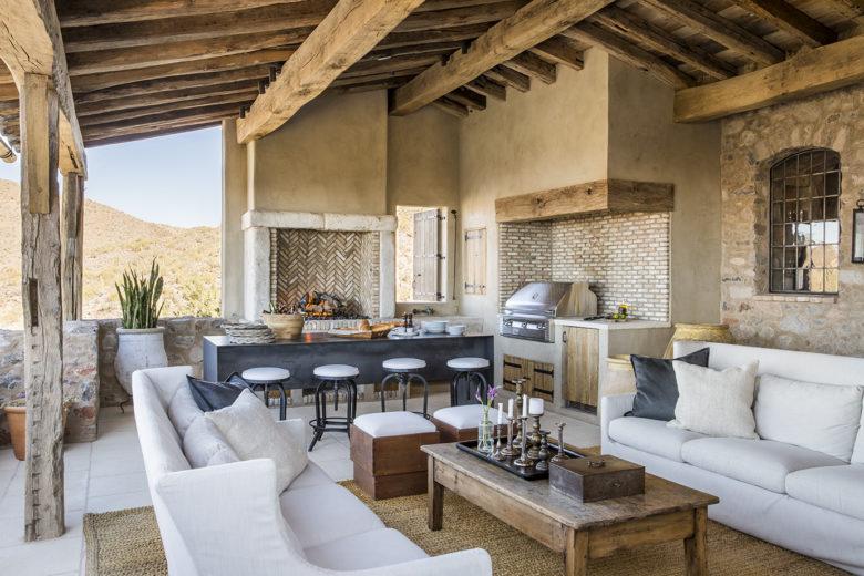 modern-luxury-outdoor-patio-Mediterranean-home