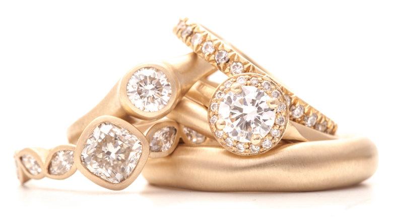bezel-gold-luxury-design-engagement-rings