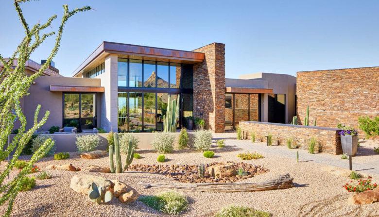 luxury modern desert home by PHX Architecture