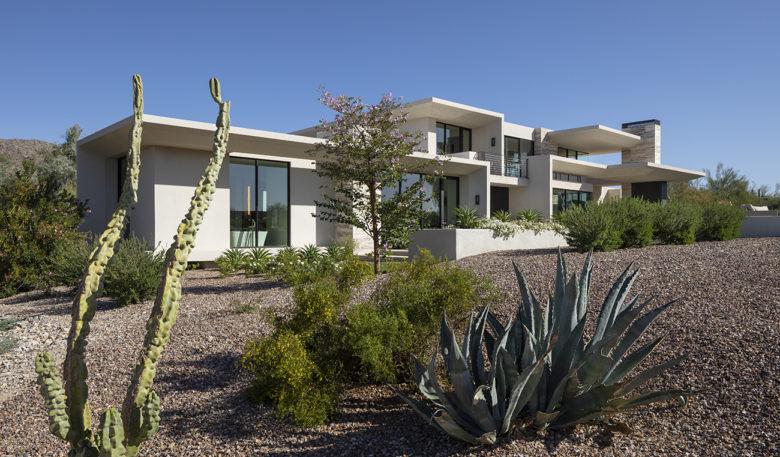 desert luxury custom home by Drewett Works